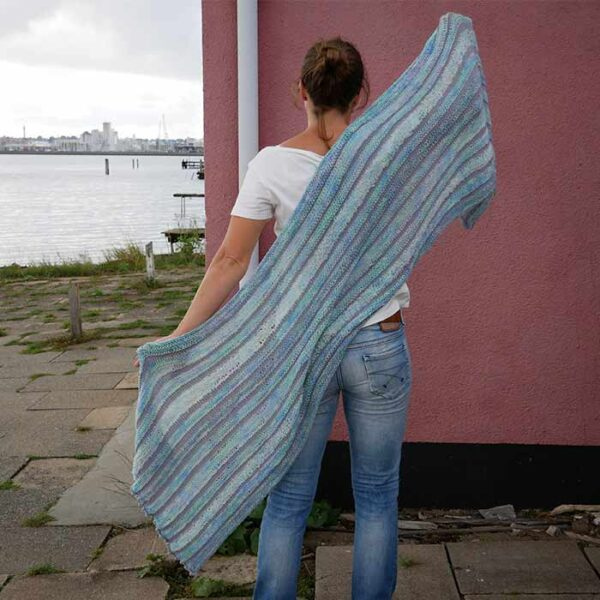 Aflangt sjal bagfra