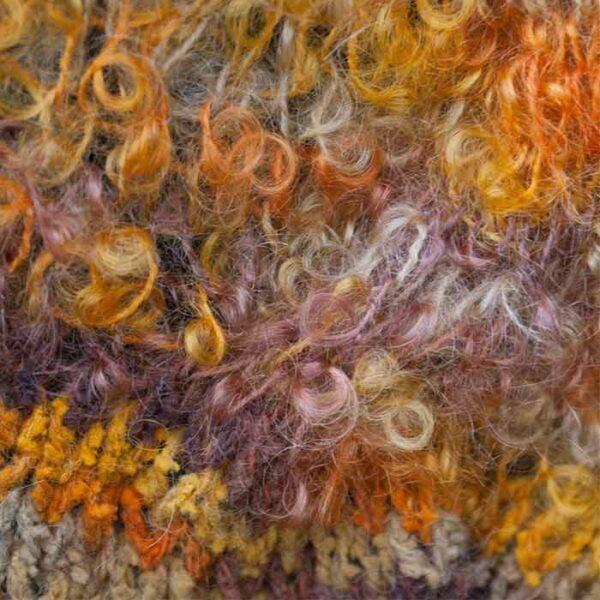 nærbillede af langt halstørklæde