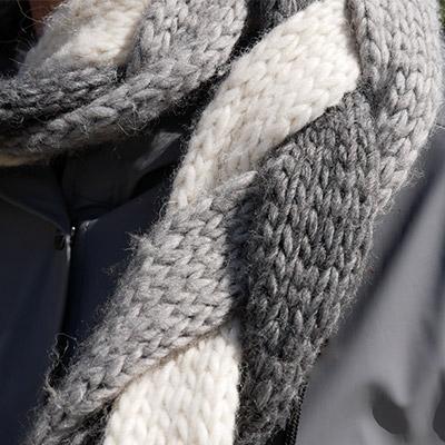 Detalje af flethalstørklæde