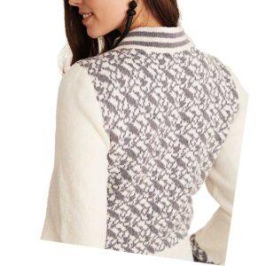 Cardigan med mønster set bagfra