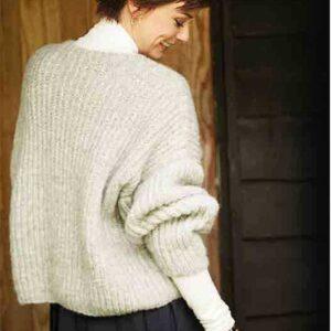 Patent aransweater set fra ryg og side