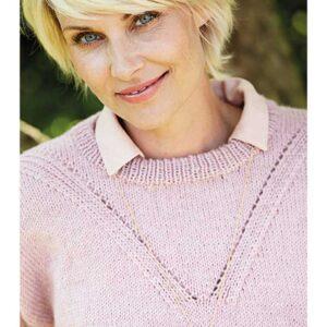 Sweater der viser hulmønster i v form i detalje