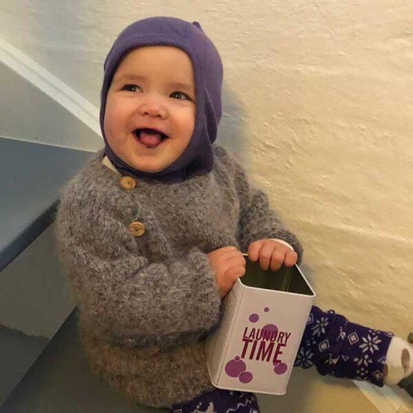 Fnullergøjl baby sweater forfra